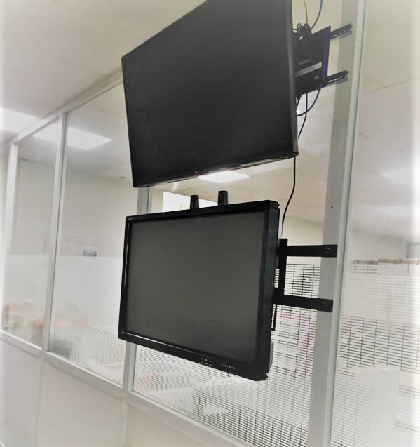 ecran interactif usine renault le mans
